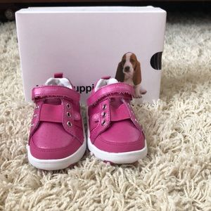Size  6 Hush Puppies Sneakers